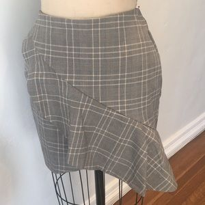 H&M's short skirt with ruffle